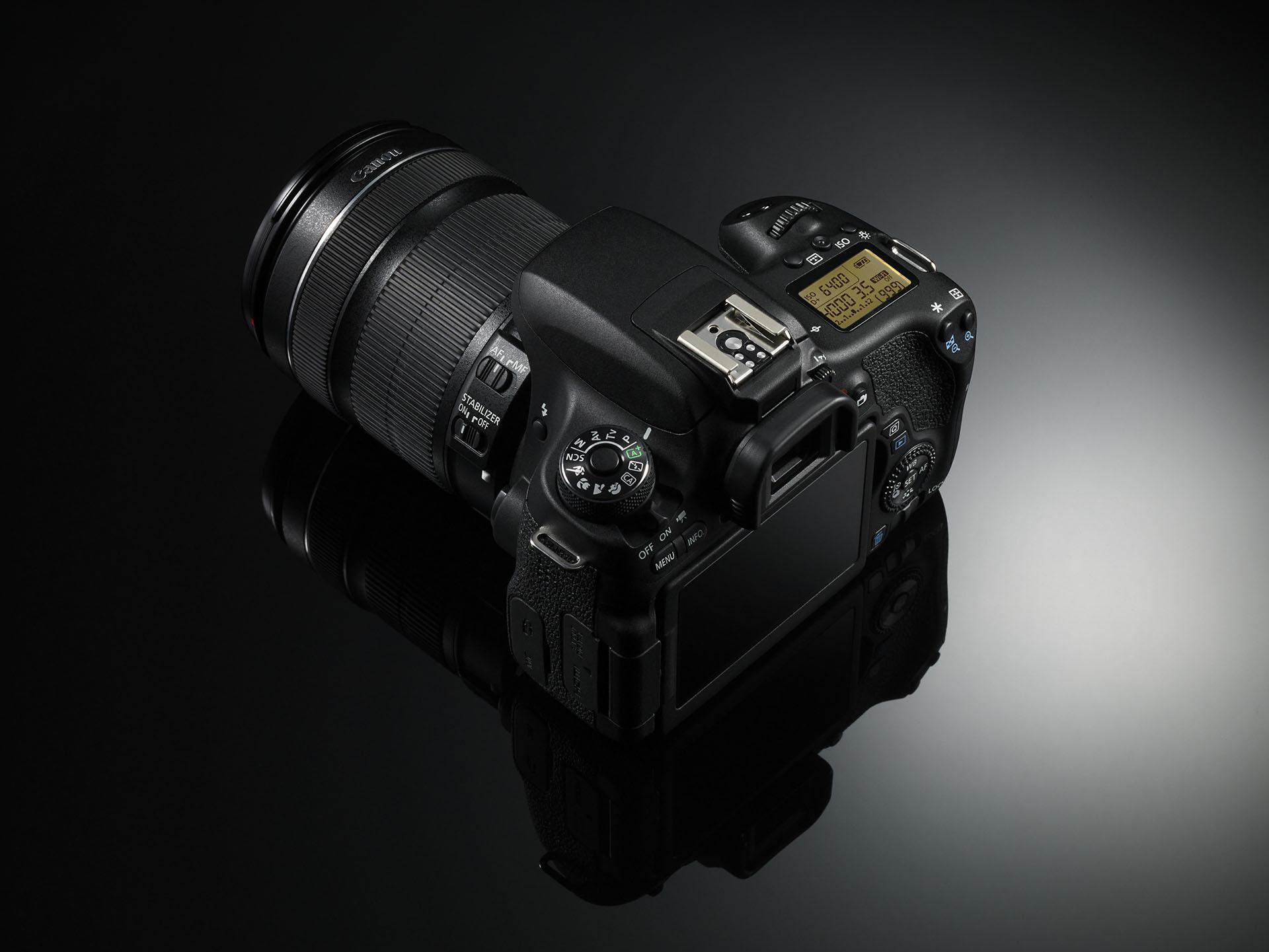 Die EOS 760D- Topdisplay und Daumenrad wie bei den großen DSLRs (Bild: Canon)